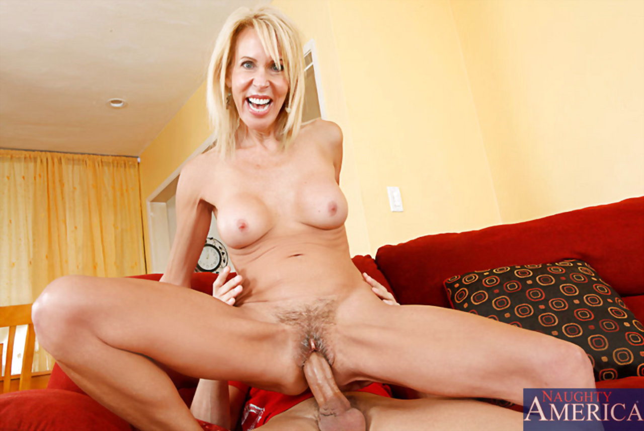 Naughty nude mothers 9