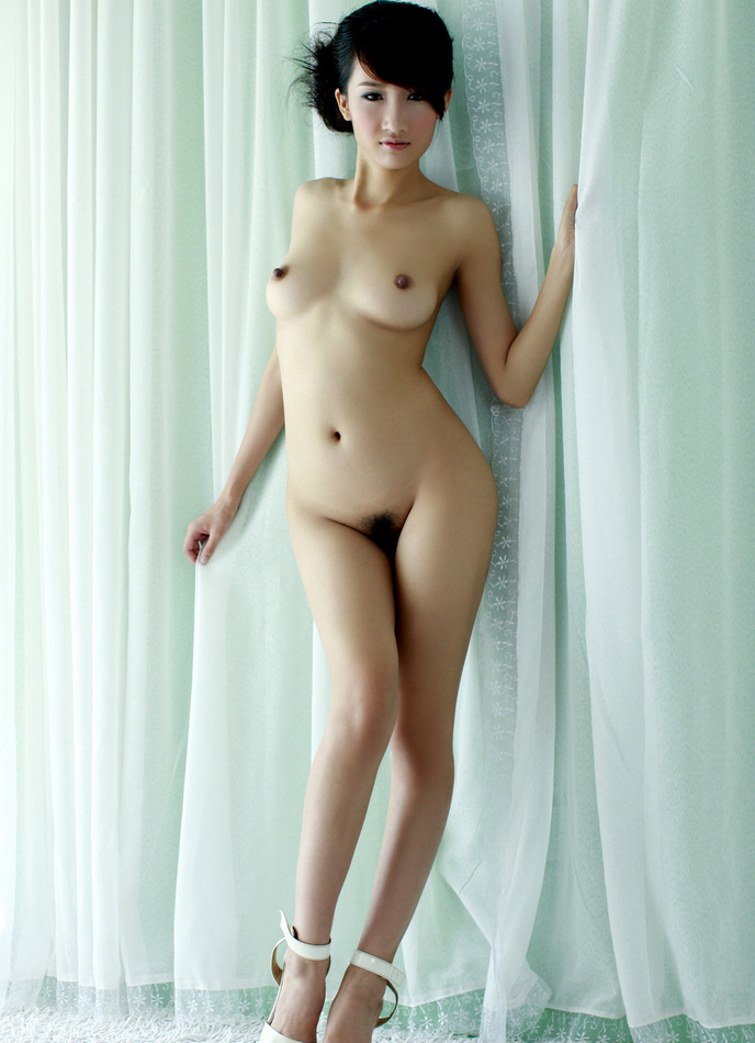 nude-japanese-girl-hang-commercial-ass